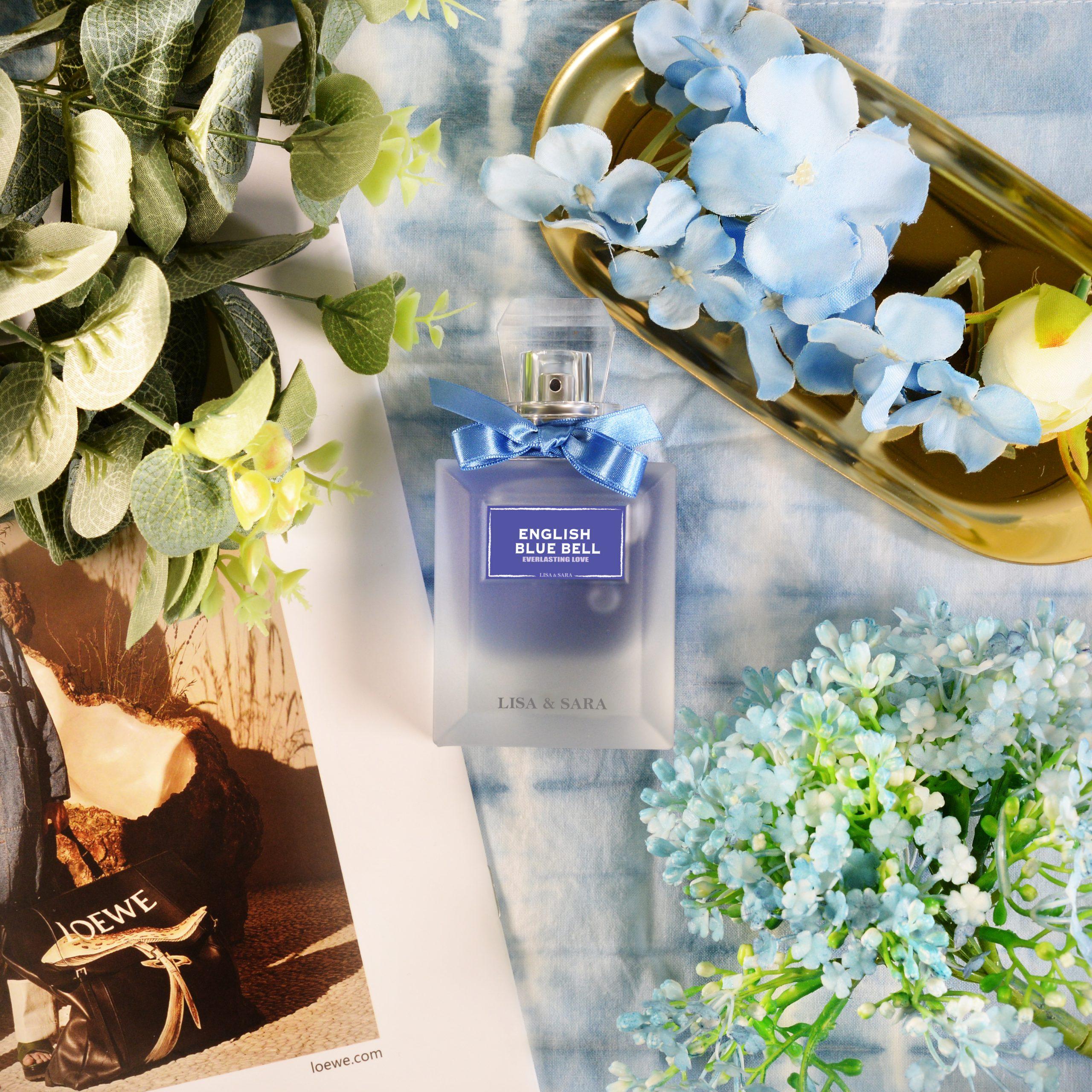 充滿活力的藍色花蕾盛開在山谷中,點綴露珠的甜蜜嬌弱,糅合鈴蘭的獨特香氣,再以麝香作為後調,粉質純淨,為香味帶來縈繞不散的氣息。